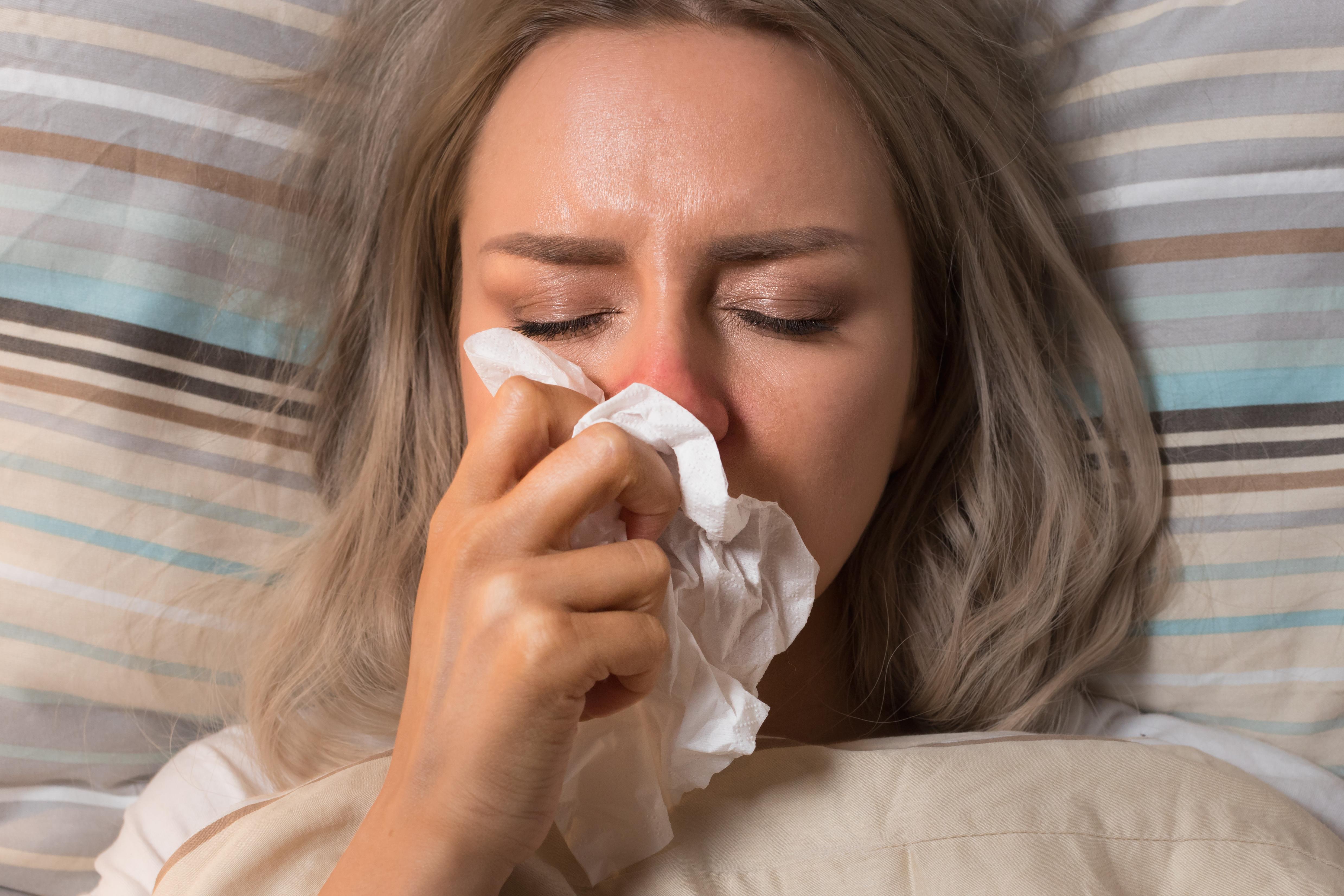 Cómo hacer una higiene nasal para limpiar las vías respiratorias